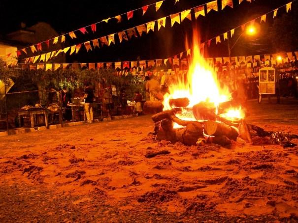 Iniciadas no mês de maio, as festas juninas continuam em junho como uma boa opção para quem deseja comer bem, dançar e se divertir com baixo custo - Foto: Curta Mais