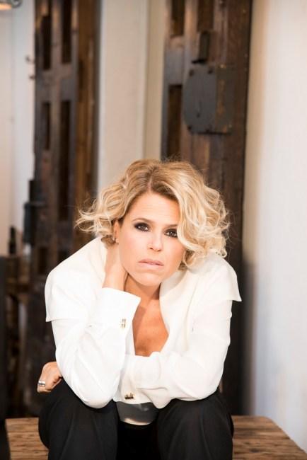 Com participação de Marienne de Castro, a cantora apresenta clássicos da música internacional. A cantora italiana Tosca Donati estará no dia 28 de maio no Clube do Choro de Brasilia
