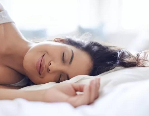 Com algumas alterações na rotina é possível dormir bem com frequência e sem insônia (Foto: Getty Images)