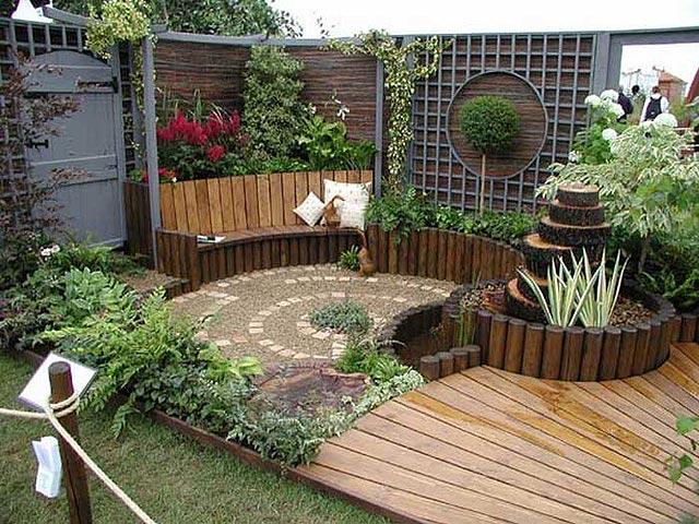 Giardino recintato in legno