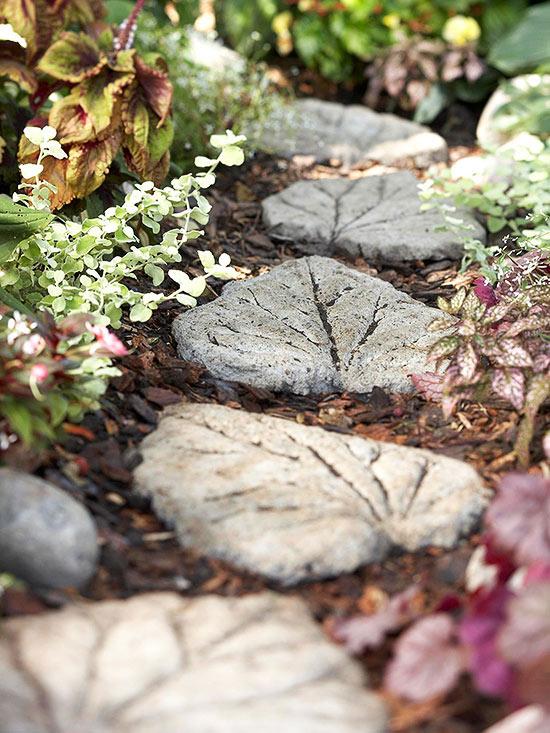 foglie di cemento che si possono posizionare lungo il vialetto