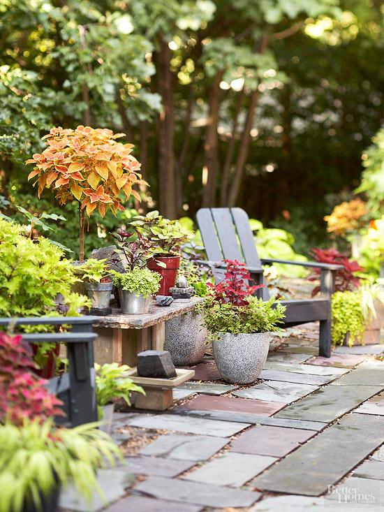 15 idee economiche per decorare il giardino guida giardino - Como decorar un patio ...