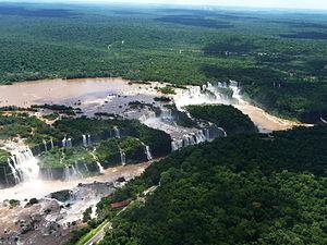 Maravillas naturales del mundo: las cataratas de Iguazú - 300px-ArialViewIguazuFallsCentralFalls21