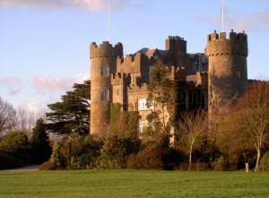 Los diez castillos más encantadores del mundo - castillo-de-malahide_3314291-300x221