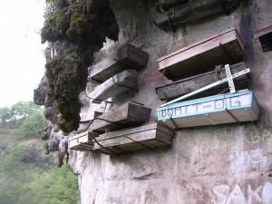 «Si Mahoma no va a la montaña...» Un cementerio colgante - cementerio-colgante-5-300x225