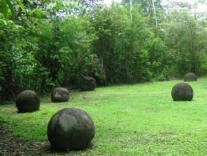 Las esferas de Osa en Costa Rica - Esferas-de-piedra-Osa-300x226