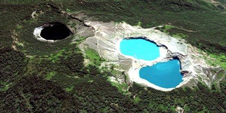 Kelimutu, el volcán y sus tres lagos.