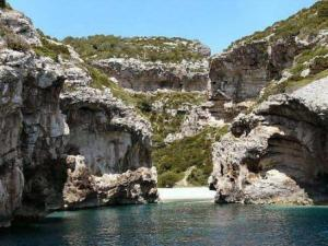 Stiniva, el paraíso del  Adriático - Stinivacovevis-300x225