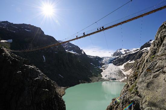 Triftbrucke, un espectacular puente de los Alpes