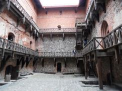 El castillo rojo de Trakai - Interior-del-castillo-300x225