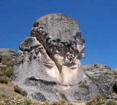 Marcahuasi, la meseta magnética. - Roca-El-Guardian-300x271