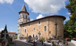 Ainhoa, encantador pueblo vascofrancés - ainhoa-church-exterior-300x181