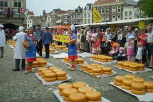 Edam, algo más que un queso - Feria-del-queso-300x200