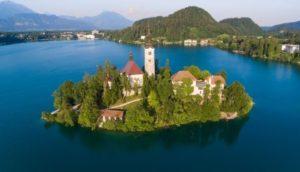 Bled, una de los lugares más bellos de Eslovenia - Iglesia-Bled-300x172