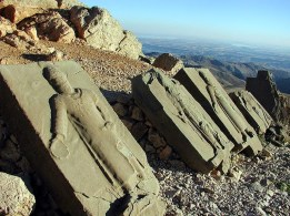 Ruinas de Comagene en el monte Nemrut - Nemrut-300x225
