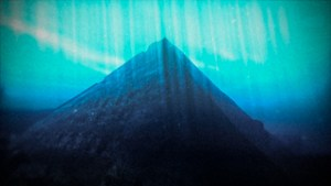 Lugares del mundo con pirámides desconocidas - Pirámides-lago-Fuxian-300x169