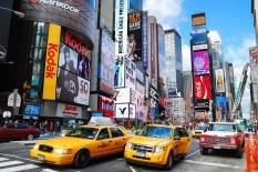 Lugares para viajar solo por el mundo - comportarse-guia-nueva-york-times-square-taxis-300x200