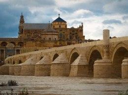 Lugares de España que verás en Juego de Tronos - puente-romano-cordoba-300x225