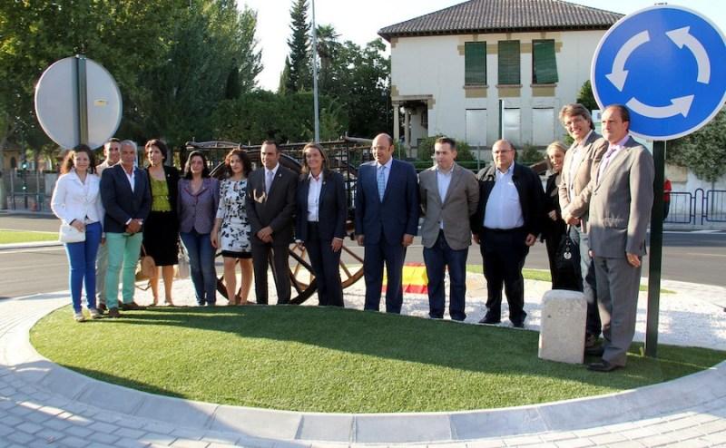 El Oso Verde - ¡ 14 politicos inagurando una rotonda en Alhendín (Granada) !