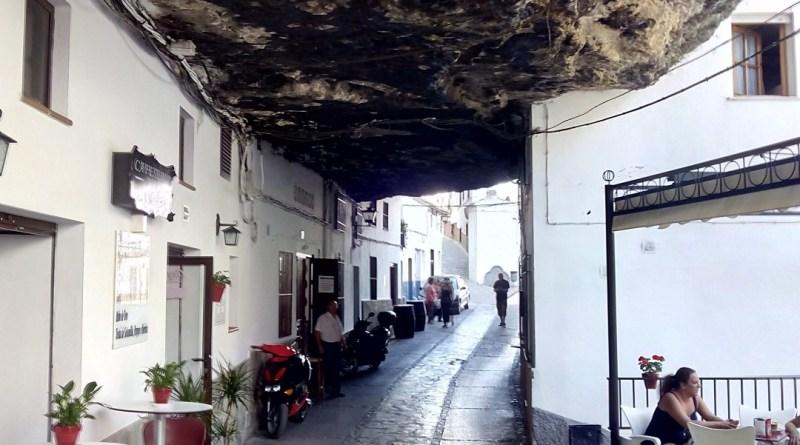 Setenil de las Bodegas - Cuevas de la Sombra. El sitio más pintoresco de Setenil.