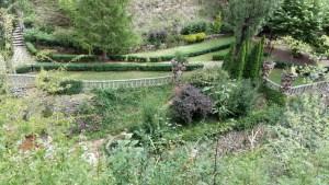 Los Jardines Artigas - Entrada a la izquierda y explanada en el centro.