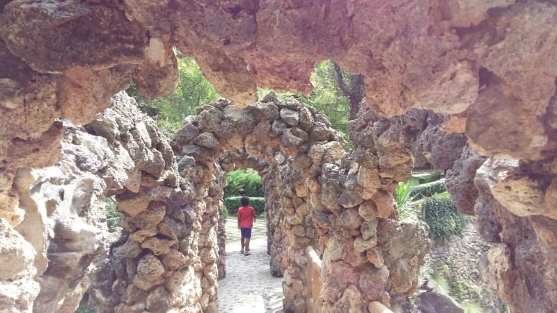 Los Jardines Artigas - Dentro del Puente de los Arcos.
