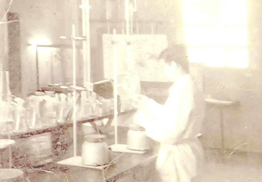 Museo del Cemento Asland - Químico en el laboratorio