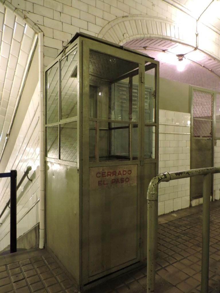 Estación Fantasma de Chamberí - Cabina del revisor