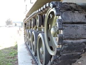 Museo de Carros de Combate - Oruga con ruedas de apoyo y rodillos superiores