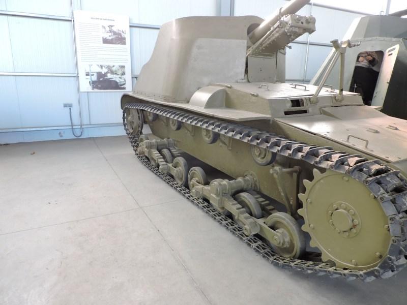 Museo de Carros de Combate - Las ruedas de apoyo son simples