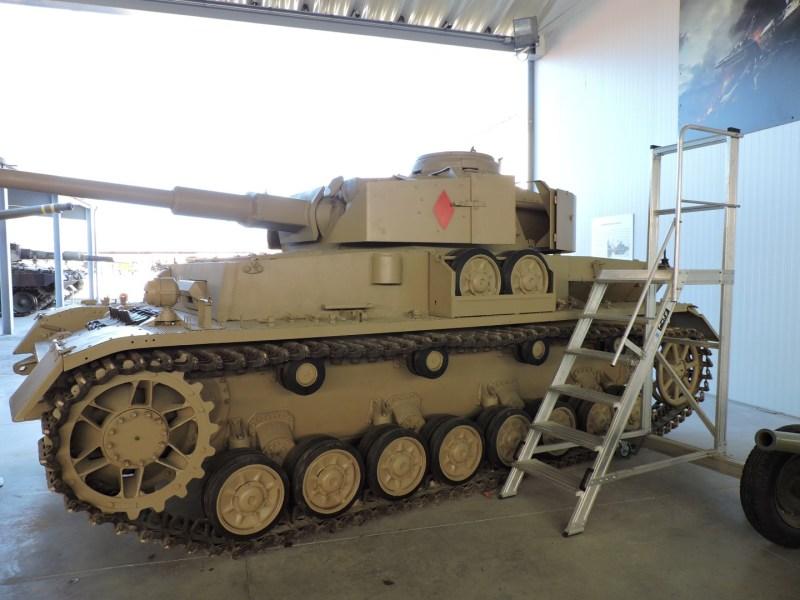 Museo de Carros de Combate - Alguien se ha olvidado la escalera para limpiar el carro