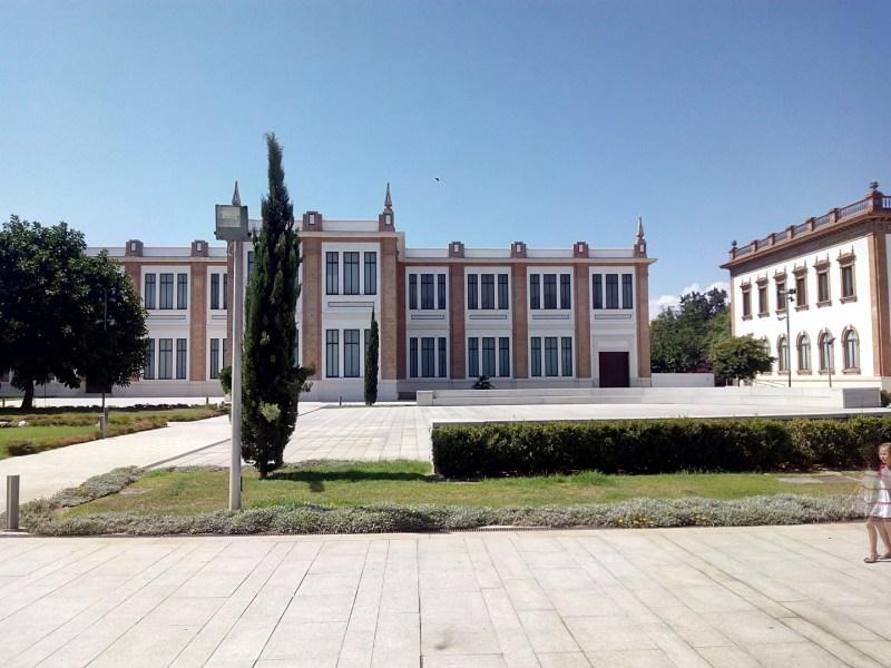 Museo Automovilístico - Jardines interiores