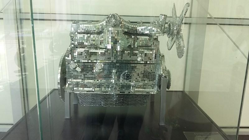 Museo Automovilístico - Motor decorativo