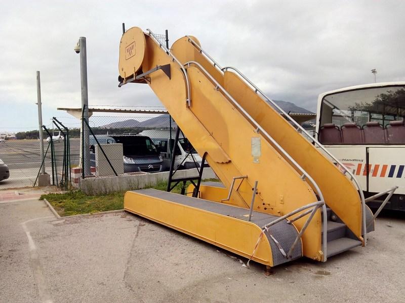 Museo de la Aviación - Escaleras móviles de subida de pasajeros