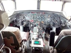 Museo de la Aviación - Cockpit totalmente funcional. De hecho, vino a Málaga volando.