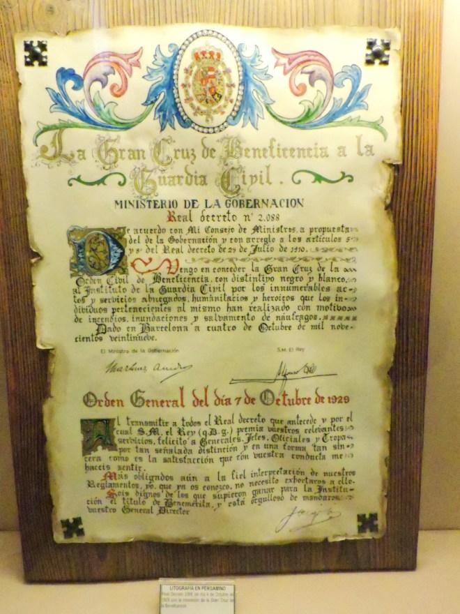 Museo de la Guardia Civil - Real Decreto de 4 de octubre de 1929, por el que se otorga a la Guardia Civil la Gran Cruz de la Beneficencia. (Imagen propiedad del Museo de la Guardia Civil)
