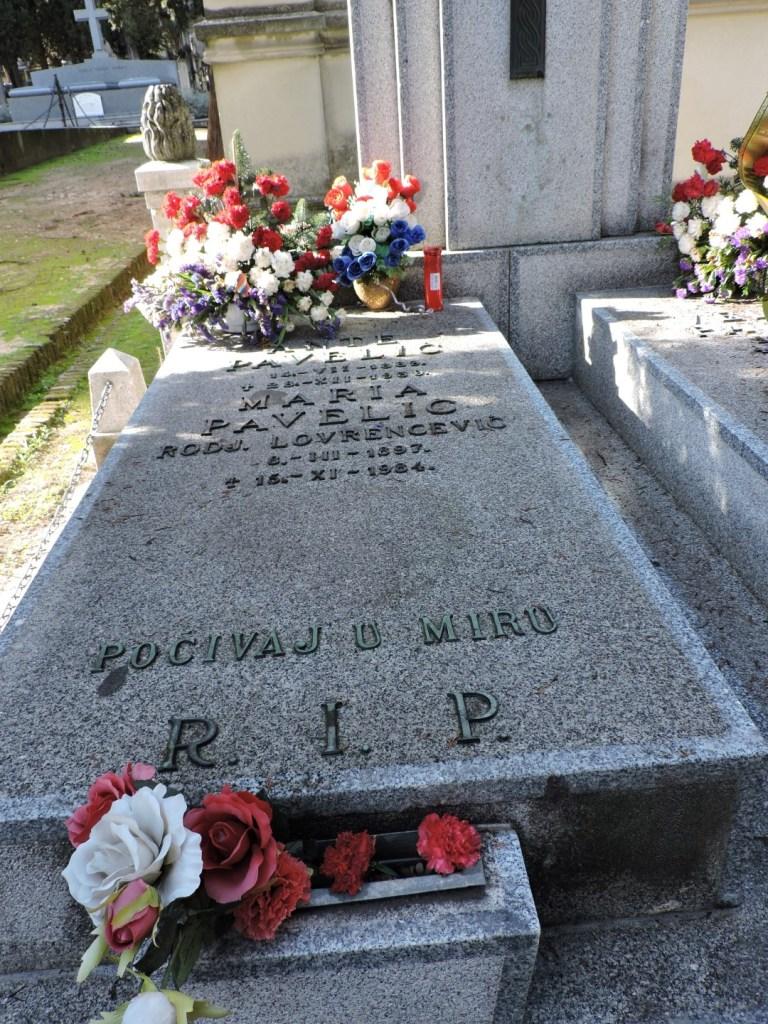 Tumba Ante Pavelic - En la primera tumba están enterraos Ante Pavelic y su esposa