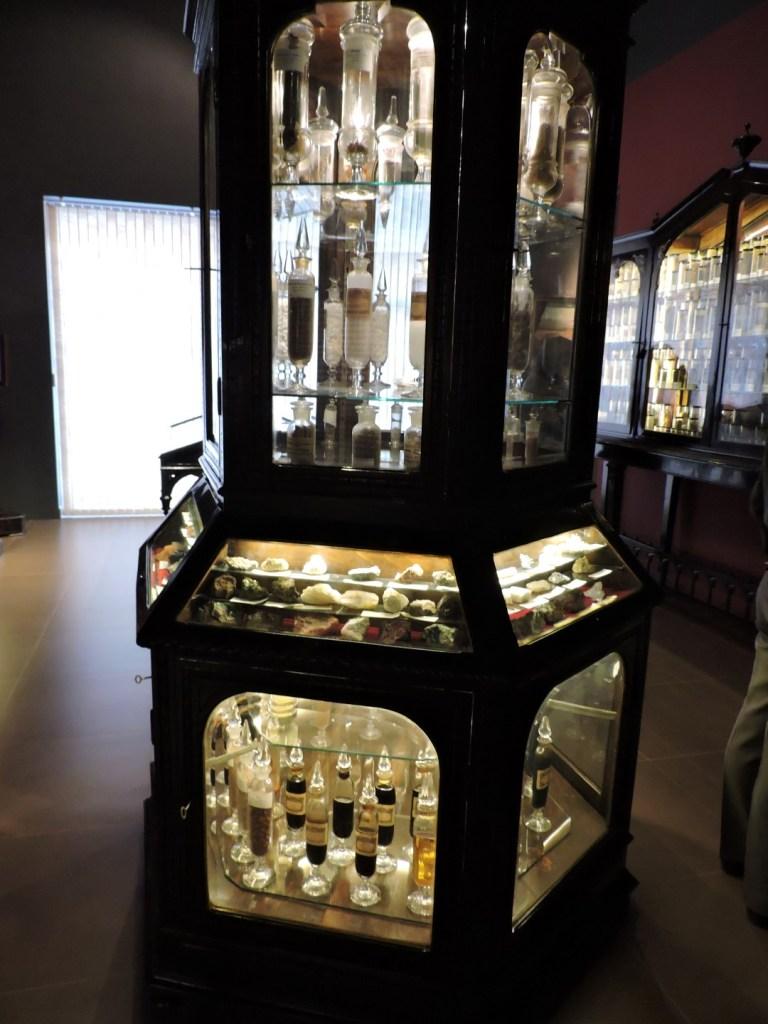 Museo Farmacia Militar - Sala de farmacognosia