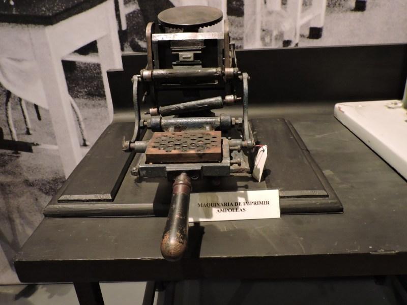 Museo Farmacia Militar - Máquina para imprimir ampollas