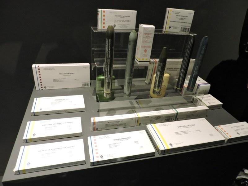 Museo Farmacia Militar - Medicinas no convencionales: yoduro potásico, Ca-DTPA, dimercaprol, o sulfato de atropina