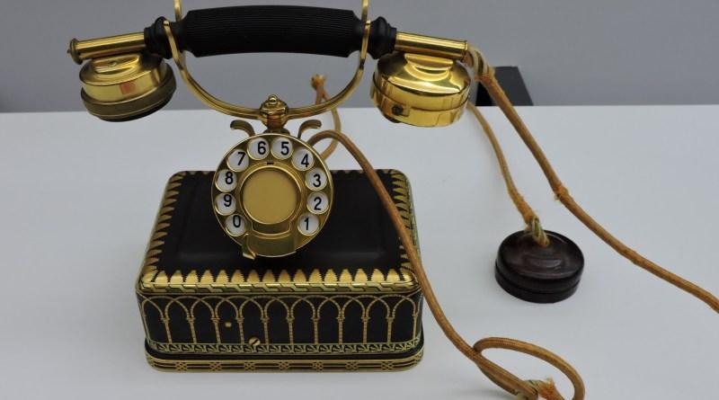 Museo de las Telecomunicaciones - Teléfono usado por Alfonso XIII para establecer la primera llamada a Estados Unidos, concretamente a su Presidente, Calvin Coolidge