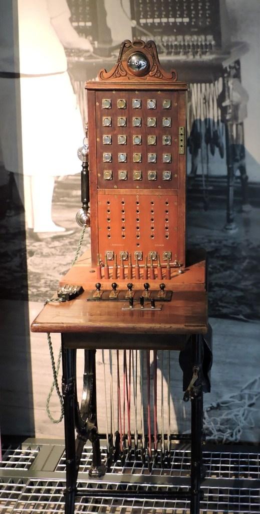 Museo de las Telecomunicaciones - Centralita de telefonía manual, para pocos abonados
