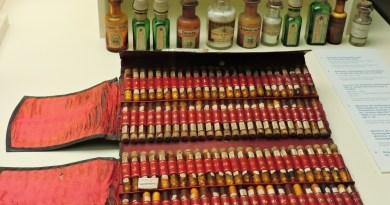 Museo de la Homeopatía - La puesta en escena tenía que ser impresionante, con semejante cantidad de frasquitos.