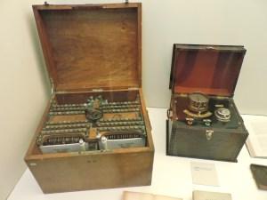 Museo de la Homeopatía - Los aparatos de la electro-homeopatía eran simples reostatos.