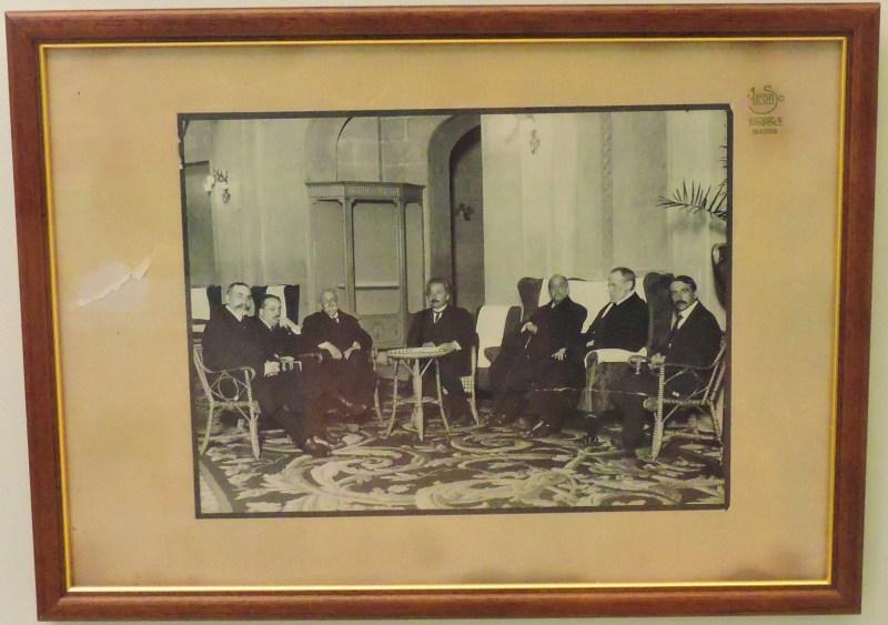 Museo de la Homeopatía - Einstein durante su visita a la Universidad Central de Madrid, en la que se reunió con varios catedráticos.