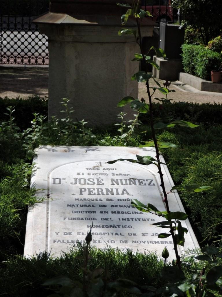 Museo de la Homeopatía - Tumba de D. José Núñez Pernía, cuyos restos se han exhumado recientemente para la realización de pruebas de ADN.