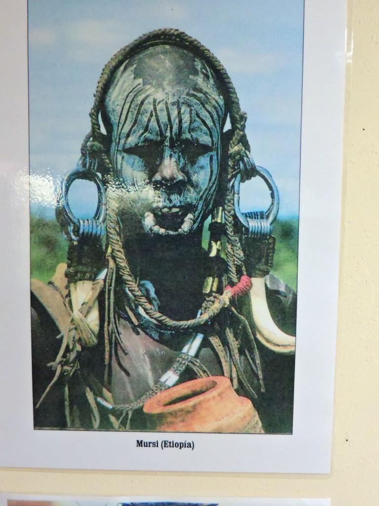 Museo Mundo Negro - Hombre del pueblo Mursi (Etiopía)