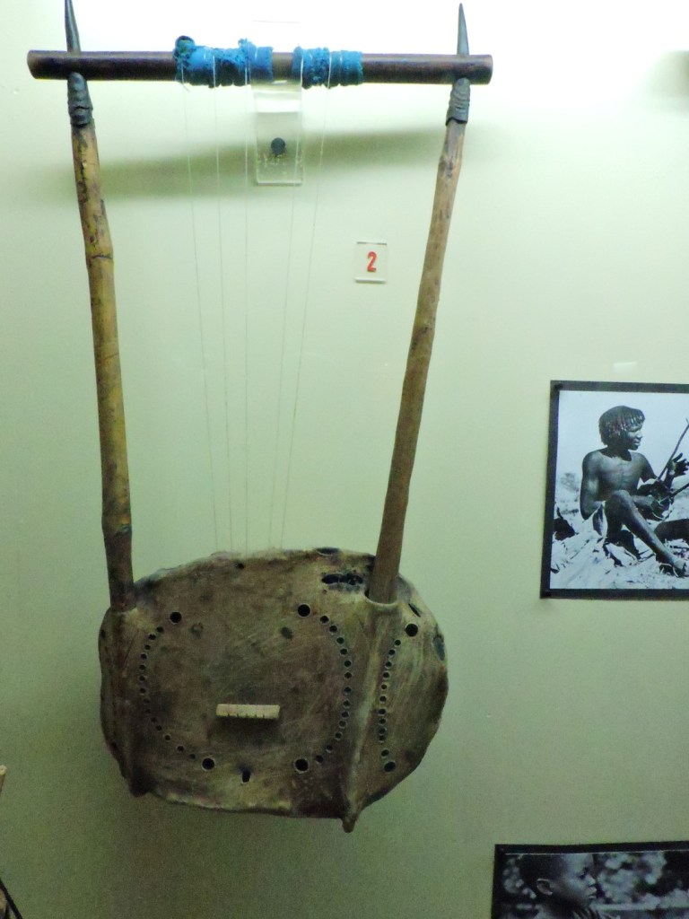 Museo Mundo Negro - Lira sudanesa con caja de caparazón de tortuga