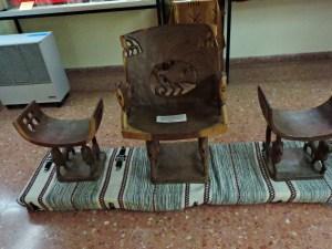 Museo Mundo Negro - Asiento del jefe y sus ayudantes de Togo.