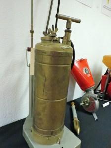 Museo Veterinaria Militar - Equpos DDD (desinsectación, desratización y desinfección). Pulverizador de insecticida.